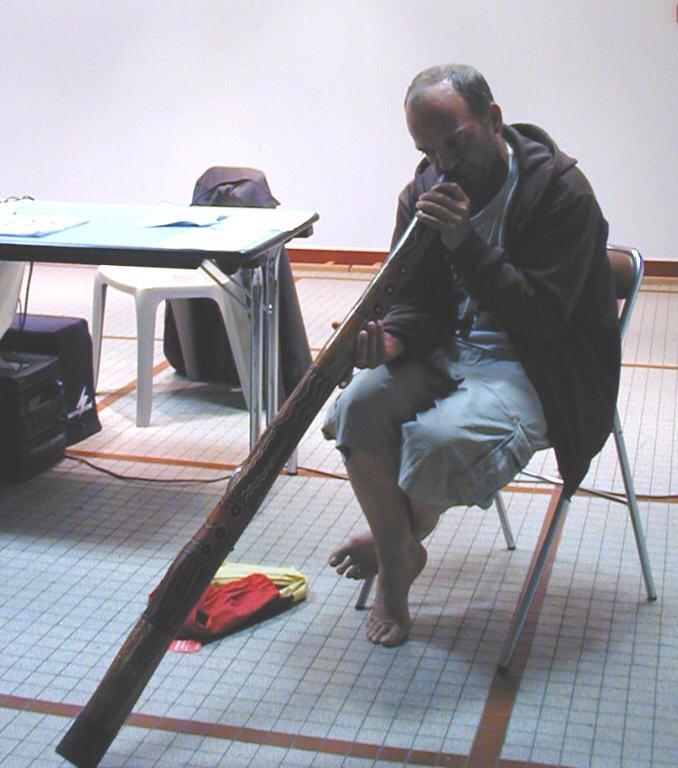 didgeridoo markus marcheur pour la paix pour un futur sans nucleaire